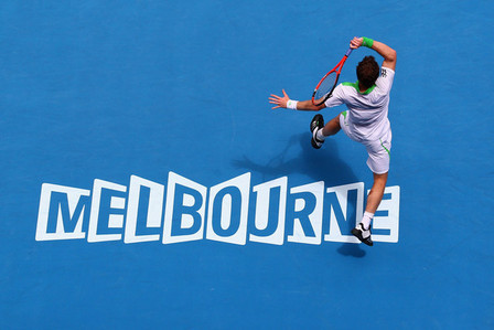 Who did he beat in the semi finals, in order to reach his second consecutive Australian Open final?