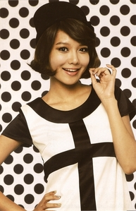 Who is SooYoung's roommate?