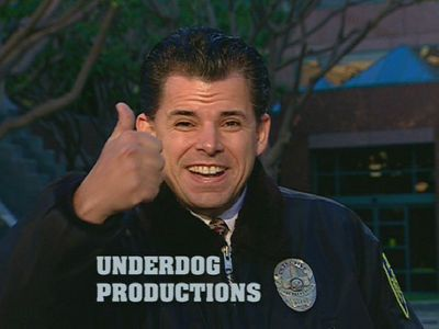 Which Seth MacFarlane Zeigen does this guy (Security Officer Pena) make an appearance in each episode?