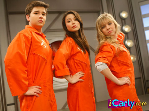 How long were Carly, Sam and Freddie supposed to stay in the space pod to travel into space?