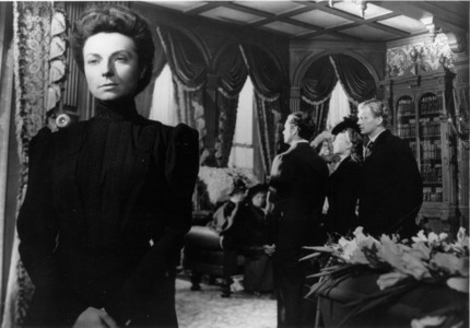 NAME THE FILM: Written and directed द्वारा Orson Welles / Starring Joseph Cotten and Anne Baxter