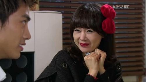 What is the job of Kang Oh Hyuk sister?