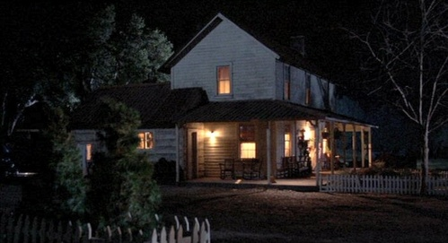 Houses in movies: Which movie is this inicial from?