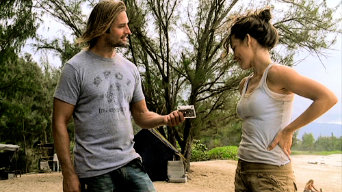 What does Sawyer tells Kate after giving her the tape??