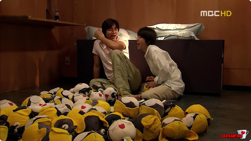 What does Eun Chan have to do with those soft toys?