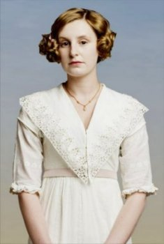 What is the name of the middle daughter of lord and lady Grantham?