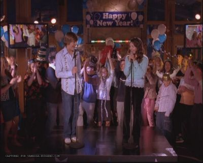 "In ""Start of Something New"", when (in which lyric) did Gabriella take out the mic?"
