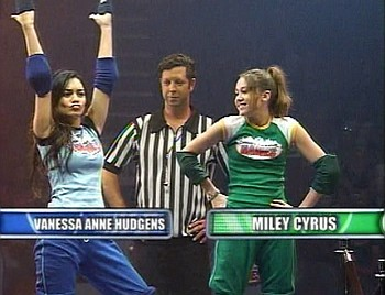 what game in disney that miley and vanessa comepeted and vanessa win por 2-3 on 2006