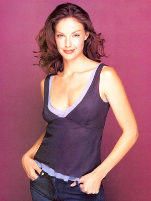 How tall is Ashley Judd?