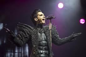 What where the fashin designer's name that designed Bill's outfit for the Humanoid city tour