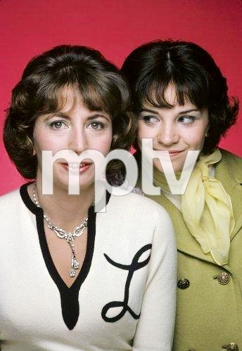 During the first seasons of Laverne & Shirley, where do the girls live?