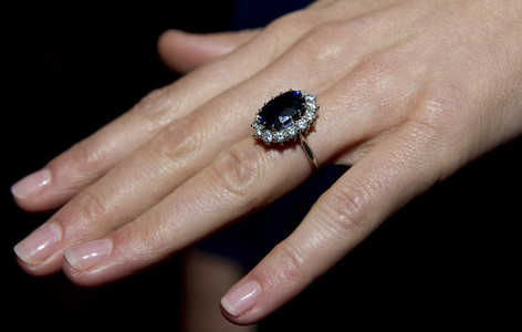 Kate's/Princess Di's engagement ring are what stones?