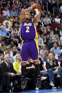 How many three-pointers did Derek Fisher make during the first round of the 2003 playoffs against the Minnesota Timberwolves?
