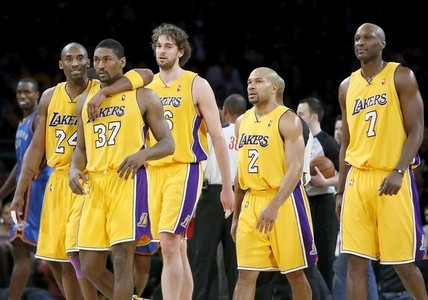 After Kobe Bryant, who played the most phút during the 2009 - 2010 season for the Lakers?