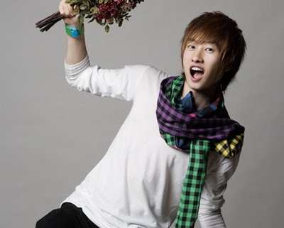 who is the close friend of eunhyuk in DBSK ?