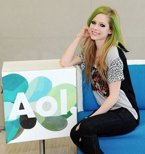 T or F: Avril have met justin bieber already