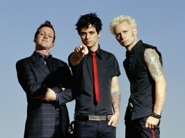 What is billie Joe Amstrong's favori color?(he's the guy in the center)