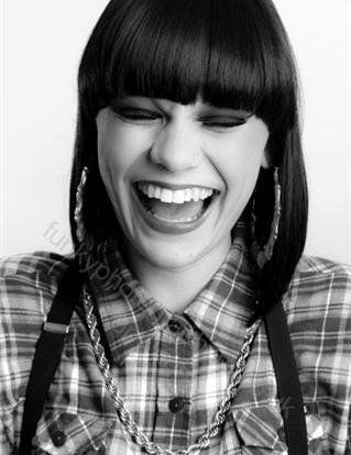 does jessie j drink alcohol?