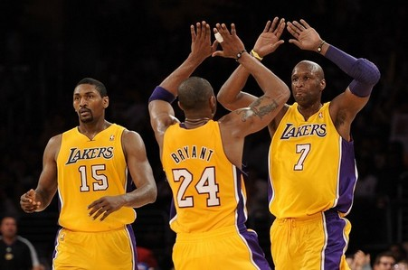 How many 집 games did the Lakers win in the 2010 - 2011 regular season?