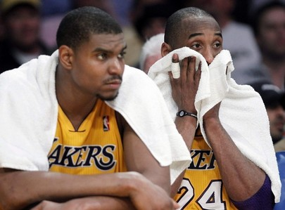 How many home games did the Lakers lose in the 2010 - 2011 regular season?