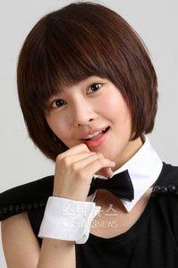 Kim TaeYeon has how many siblings?