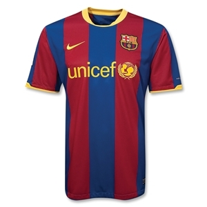 In which year did Nike start manufacturing the kits for the club?