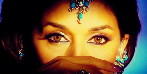 Name the actress these eyes belong to?