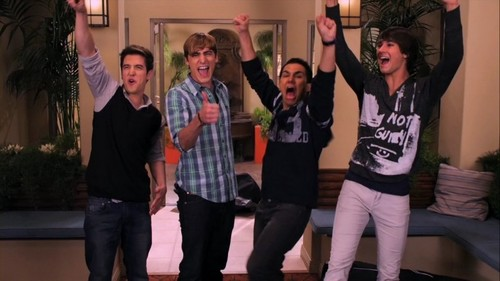 Who bowed down and kissed the floor after arriving back at Palm Woods from the tour? (Welcome Back Big Time)