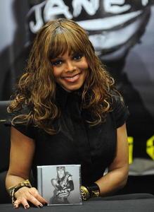 What store did Janet sign copies of her 2008 Discipline Album