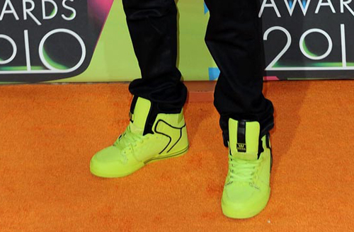 What brand of shoes does Justin Bieber wear?