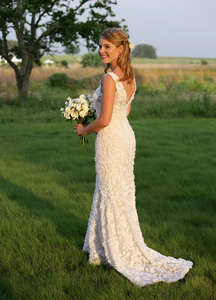 WHO DESIGNED HER WEDDING DRESS? - Jenna Bush