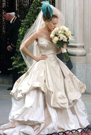 WHO DESIGNED HER WEDDING DRESS? - Carrie Bradshaw {Sex and the City: Movie}