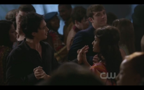 2x18 The Last Dance: What are they saying here?