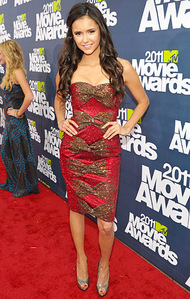 Who designed the dress Nina wore to the 2011 MTV Movie Awards?