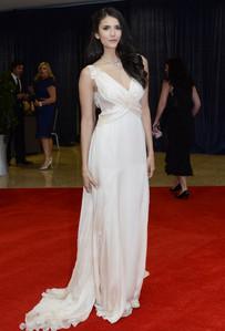 Who designed the dress Nina wore to the White House Correspondents' Association Dinner?