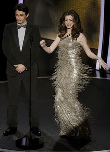 Who designed this dress that Anne wore while hosting the 2011 Academy Awards?