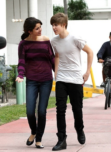 is selena gomez and justin bieber in a serious relationship