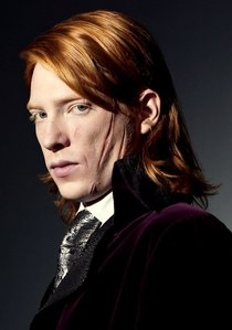 Who is Domhnall Gleeson's famous father?