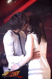 What does Kim Na Na do after that kiss?