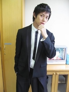 """In his twitter page, Heechul says that in SNSD """"She is the prettiest celebrity."""" Who is 'she'?"""