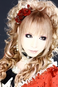 When is Hizaki's birthday?