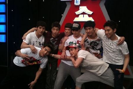"Who love to tease Nichkhun with the word "" Muay Thai "" in 2PM SHOW?"
