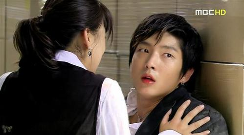 Who is in this picture,Lee Jun Ki and...?