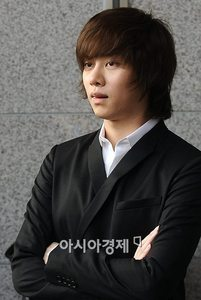 _____ प्रिय SuJu member is Heechul because they have the same blood type.