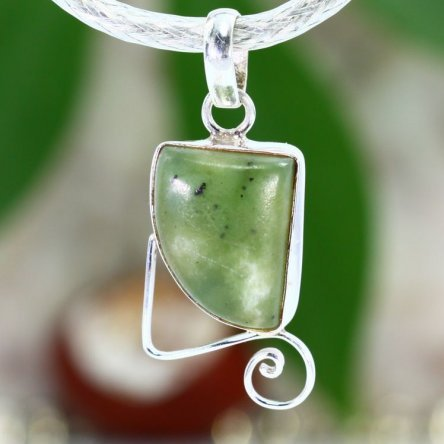This pendant was made of Peridot.