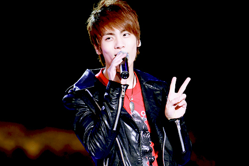 Who threatened Jonghyun not to come back to the dorm if he didn't win Immortal Song 2?