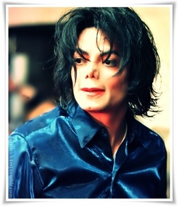 During the INVINCIBLE signing 2001 Michael wore something under his blue tracksuit. What was it???