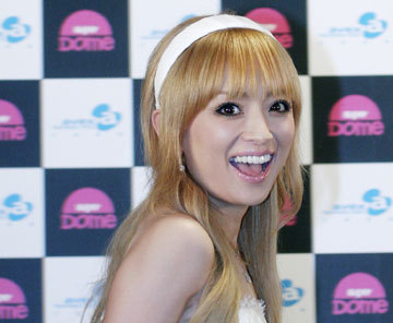 Who is this EXTREMELY famous Japanese singer?