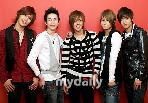 Who is the one in SS501 scare of water?