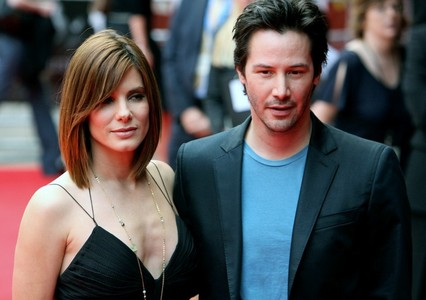 In which two 电影院 do Keanu Reeves & Sandra Bullock co-star?